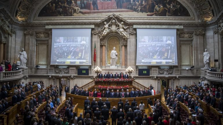 Juízes do Tribunal Constitucional boicotam cerimónia do 25 de Abril de 2018 por discordarem do protocolo